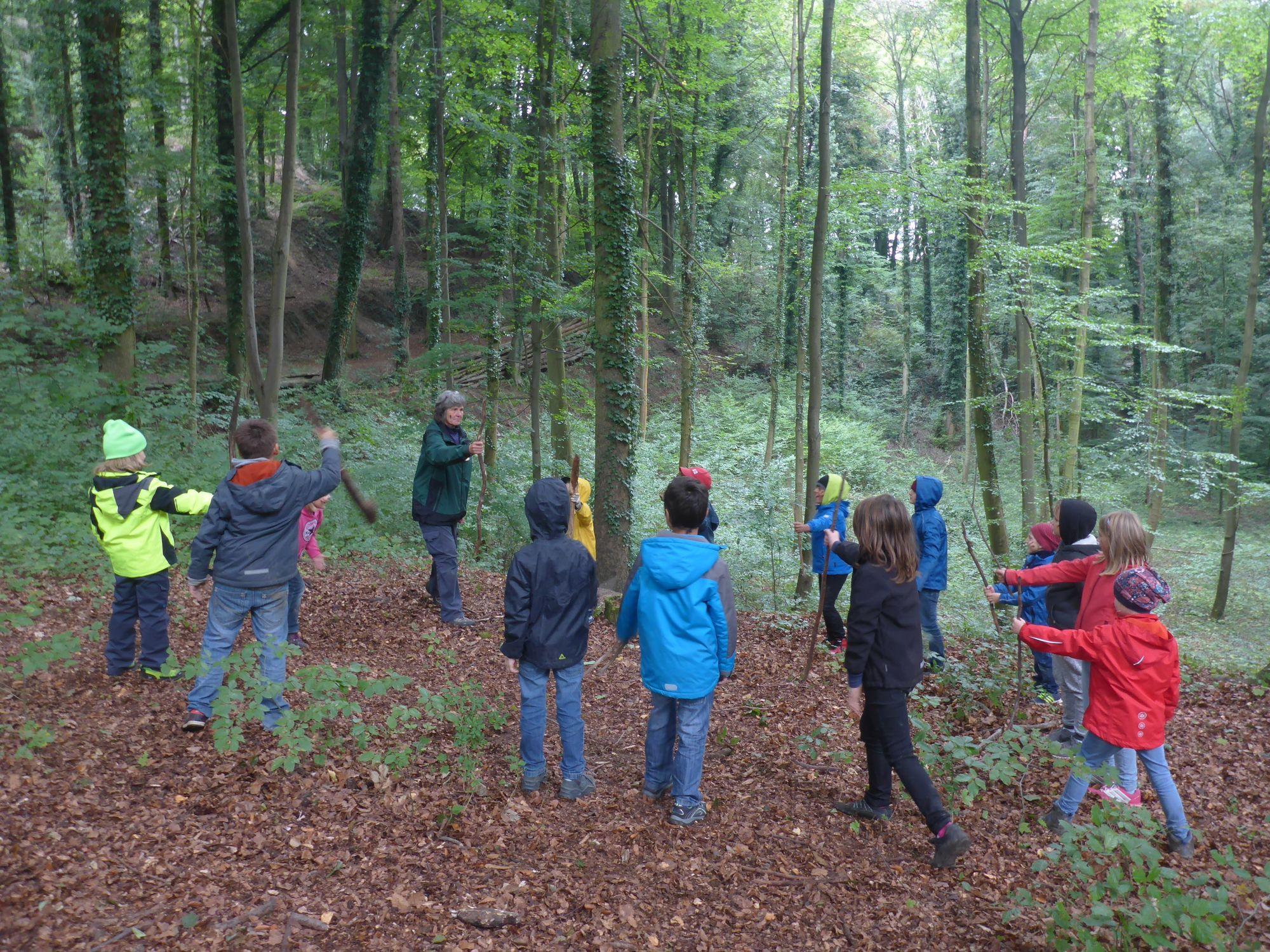 Kinder Ausflug Wald 01